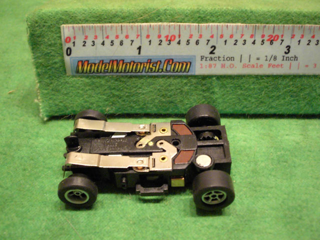 Bottom view of Auto World X-Traction Ultra G (black)