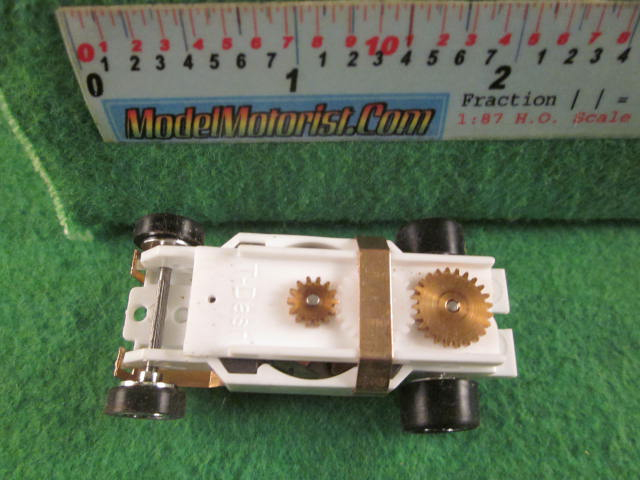 Top view of Dash Mondo Grip IROC White HO Slot Car Chassis