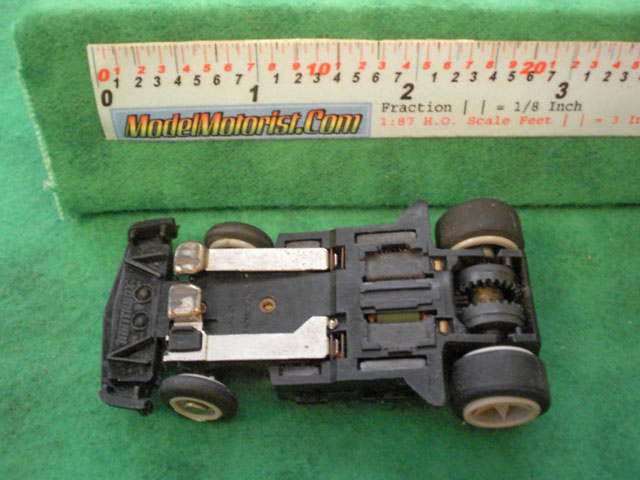 Bottom view of Matchbox RPS B HO Slotless Car Chassis